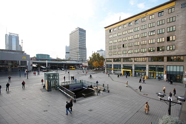 Foto Willy-Brandt-Platz Essen - Frauenarzt Frauenärztin Gynäkologie Pränataldiagnostik Ersttrimesterscreening DEGUM II Essen Praxis Central